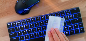 Can-You-Use-Disinfectant-Wipes-On-Keyboards